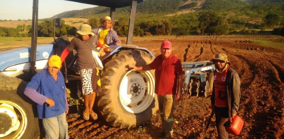 Prefeitura começa corte de terras em Igaracy