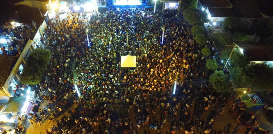 Em Igaracy, multidão superlota e festeja os 58 anos de emancipação politica com Marcia Felipe e Eduarda Brasil