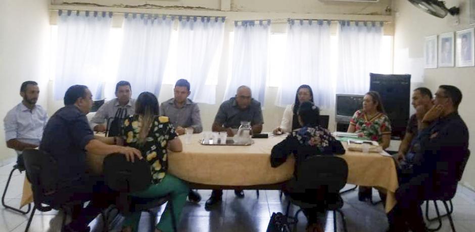 O prefeito Lídio Carneiro participou reunião na  AMVAP